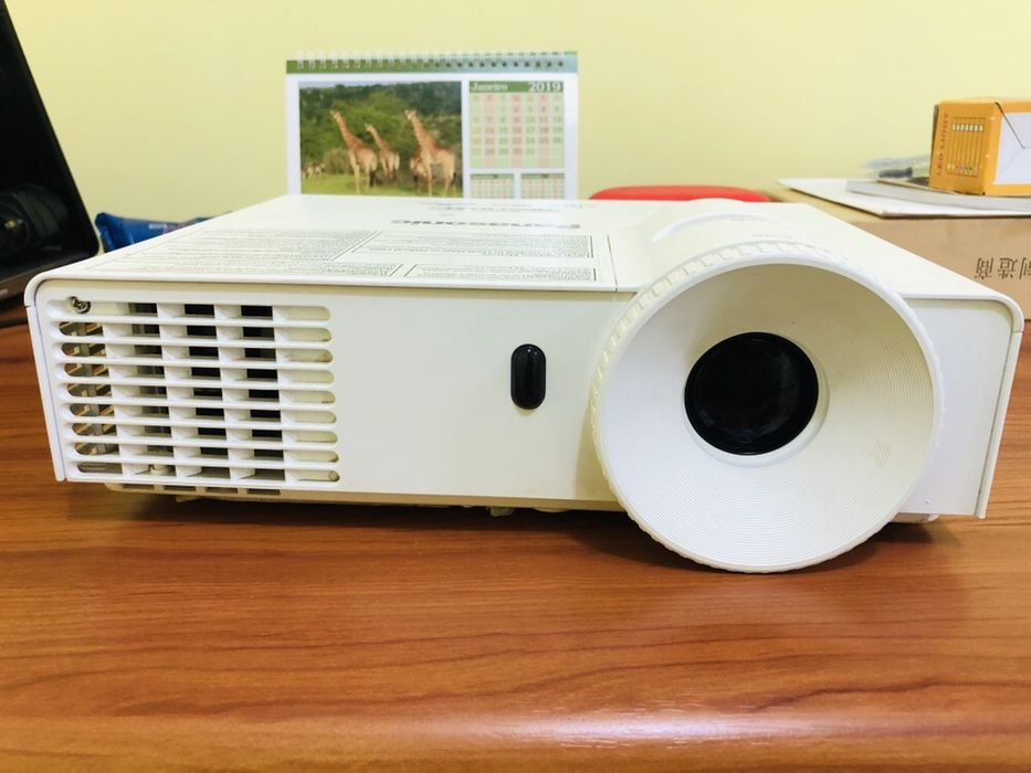 Projector PANASONIC Full HD