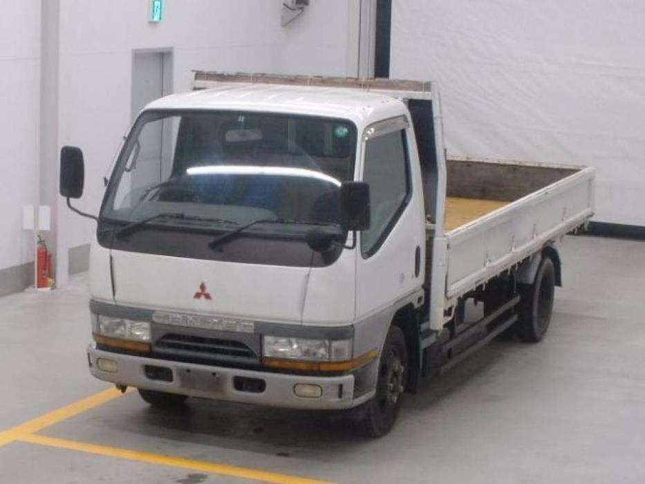 Vende-se Mitsubishi Canter com super capacidade