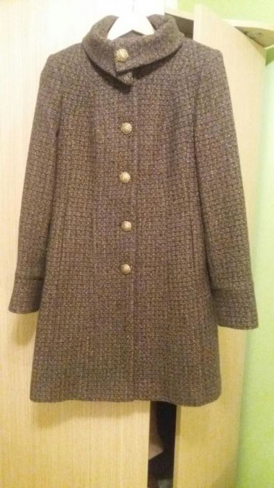 Vand palton femei lana mar.44,dar corespunde la 40