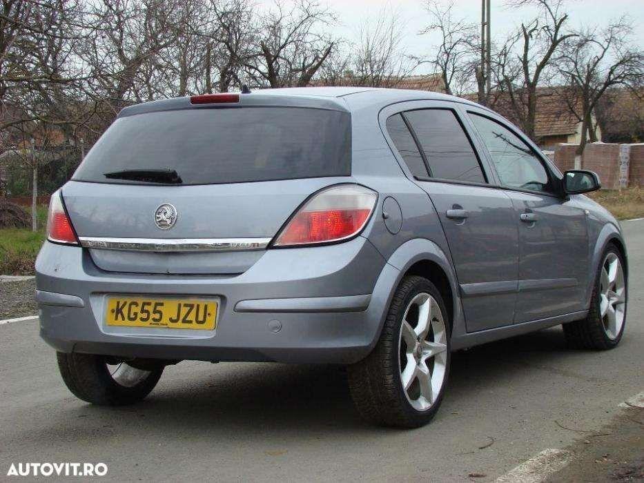 Haion / Usa portbagaj Opel astra H hatchback.