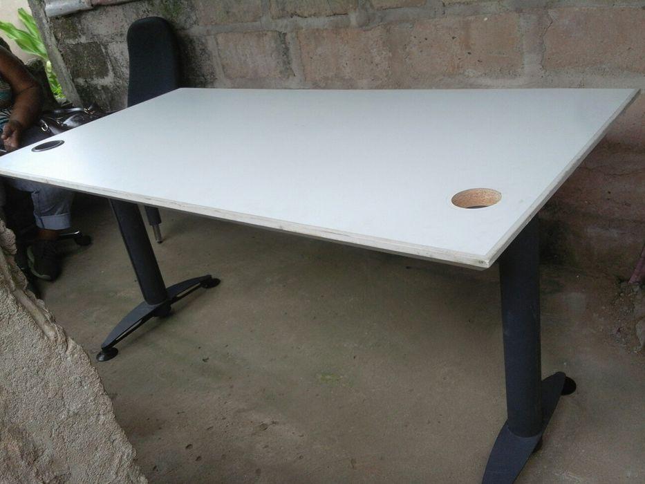 Cadeiras e mesas secretarias