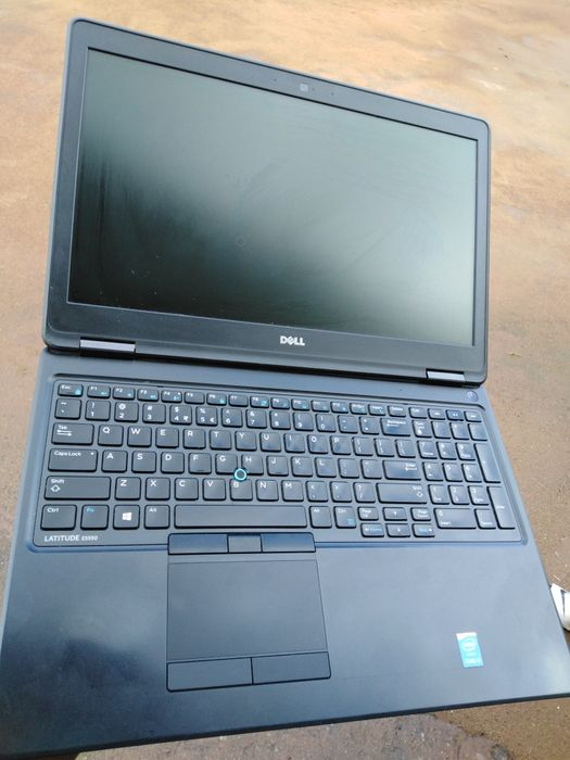 Dell latitude E5550 core i5 5th Gen 4gb ram 500 GB hdd 15.6 polegadas
