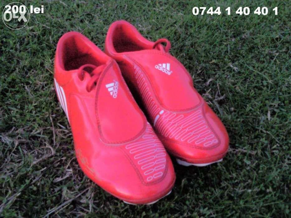Vand ghete fotbal Adidas Traxion F10 marimea 36