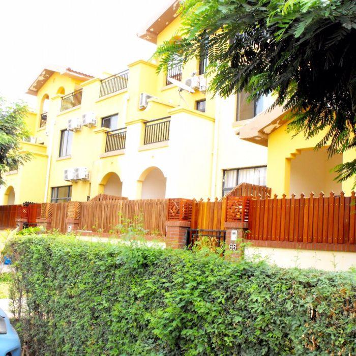 Vendemos Vivenda T4 Condomínio Jardim de Rosas Benfica