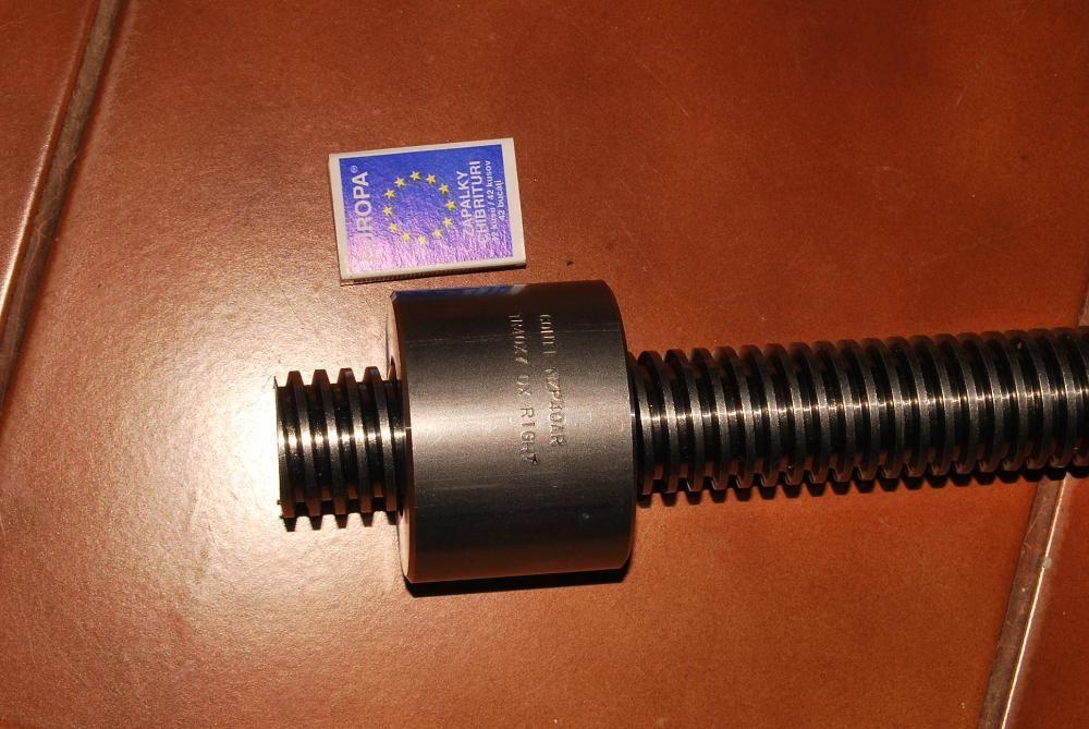 Surub trapezoidal 24x5 L1000mm otel-C45 - cnc prese pistoane, etc