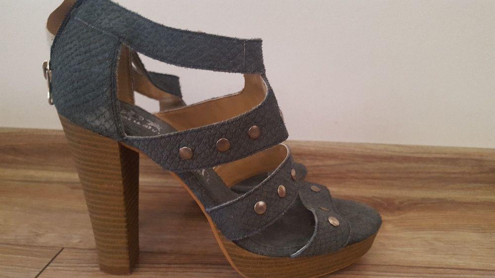 Sandale din piele cu capse, toc si platforma albastre
