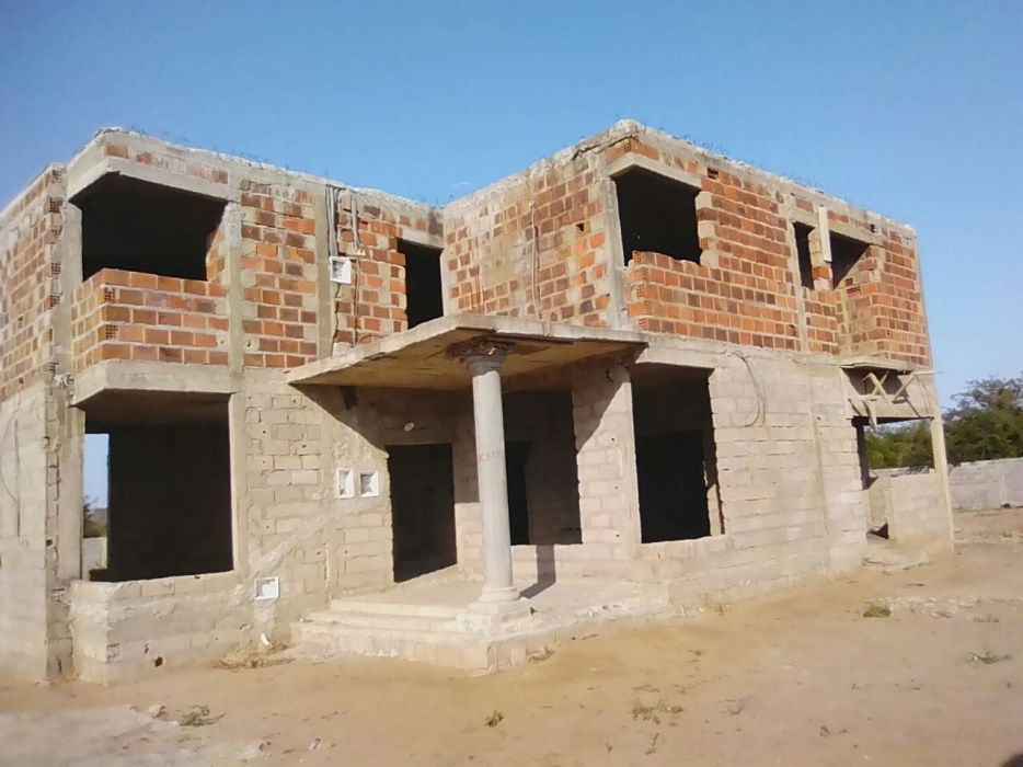 Vende se Casa T4 no Tchumene II a 2.500.000