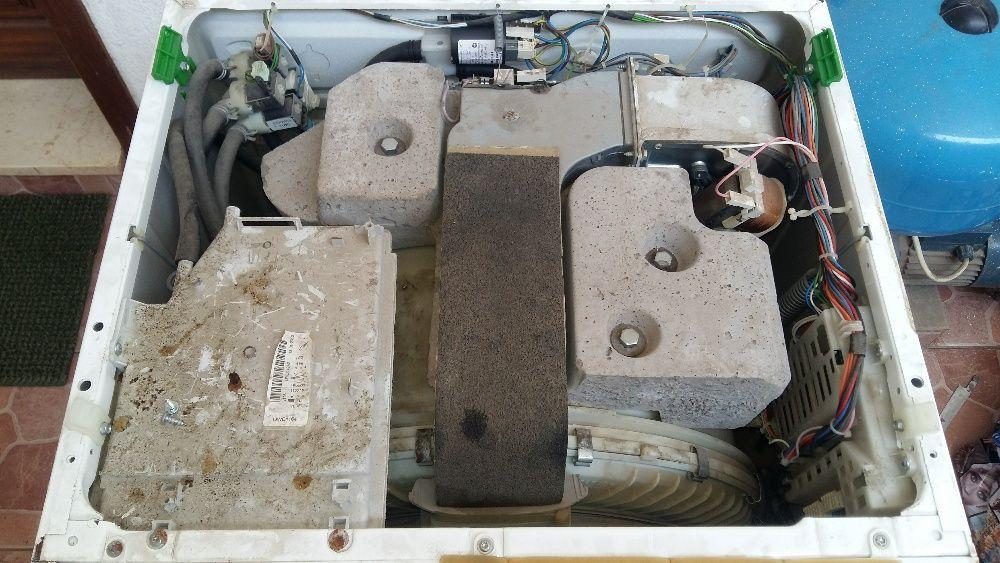 Reparação, manutenção e montagem de máquinas de lavar roupa.