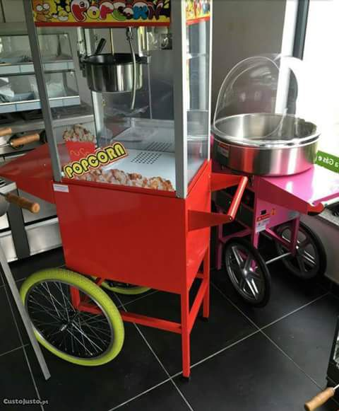 Máquina de pipoca Disponível