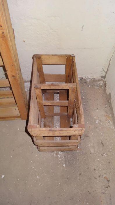 Продам деревяную коробку под 10 литровые банки