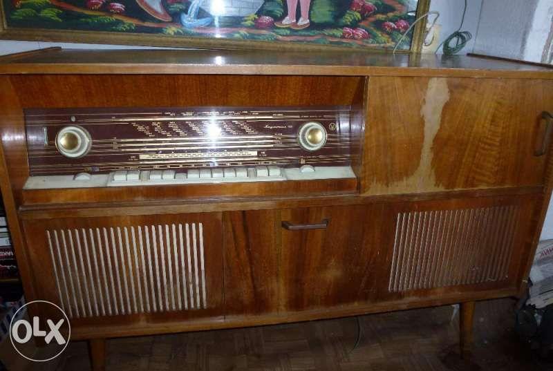 Уникална техника , 60-те години Хармония 103 лампов радио грамофон