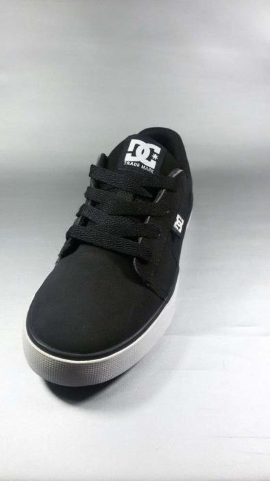 Dc shoes nr 32 designed in USA noi