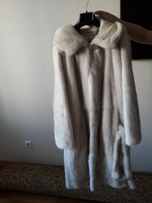 Продам новую белую норковую шубу за 350000 тенге. Торг.