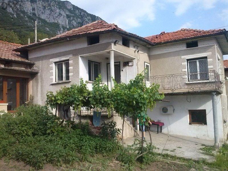Къща в с.Челопек , област Враца