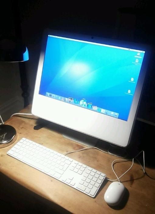 Apple iMac 2.16 GHz Intel Core 2 Duo, 3 GB 667 MHz DDR2