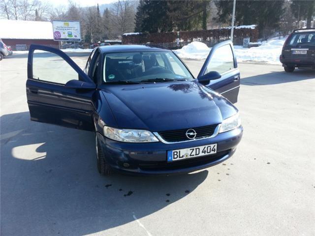 Dezmembrez Opel Vectra B 1,8i