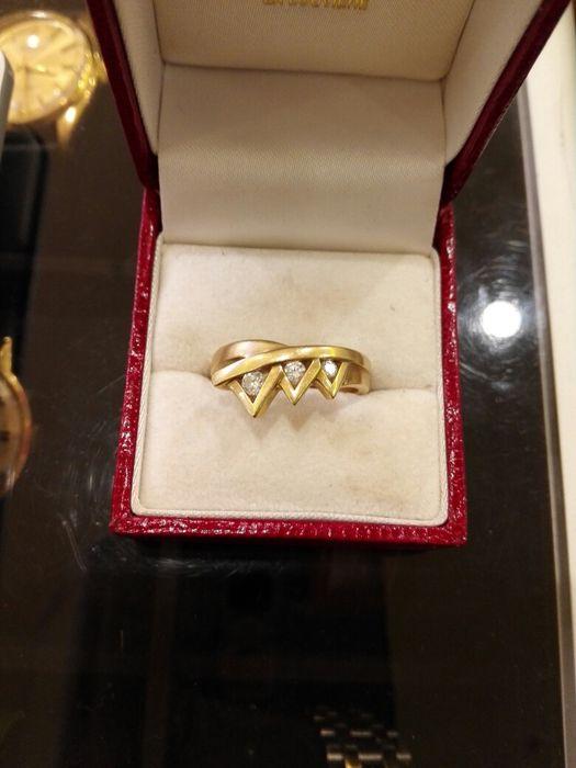 Vind inel superb din aur cu diamante