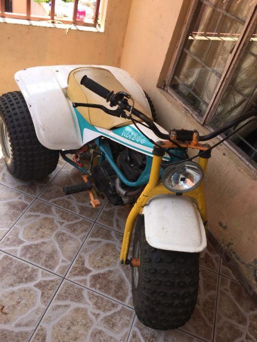 Moto com 3 rodas kawasaki 200 Km/h