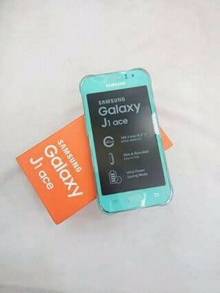 Samsung Galaxy J1 ace selados