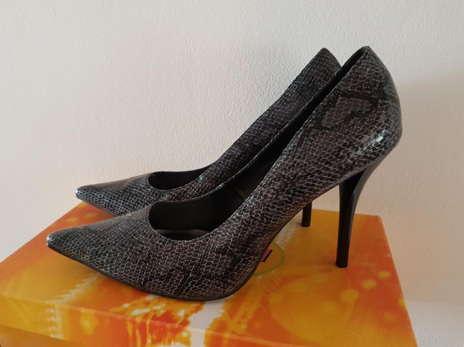 Pantofi noi eleganti bot ascutit toc stilletto marime 39