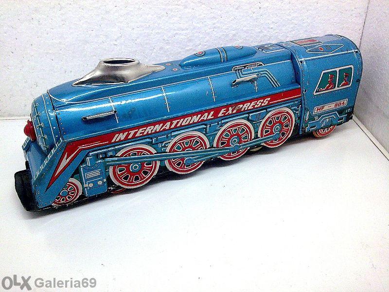 Стар ламаринен локомотив
