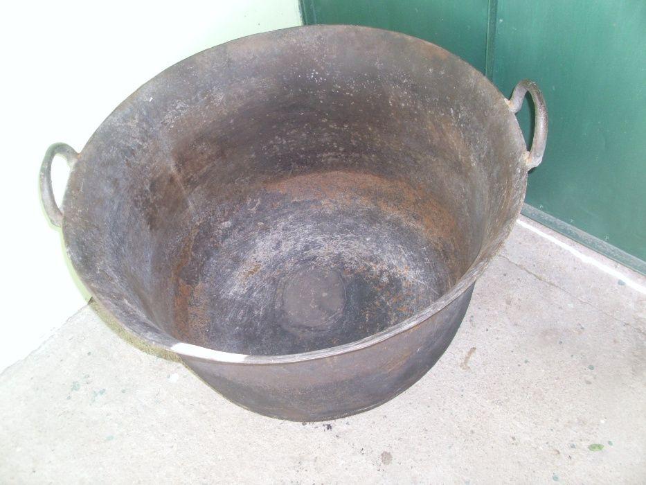 Caldare din fonta (ceaun)
