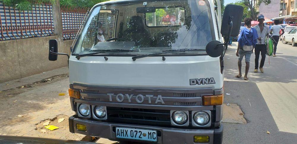 Toyota Dyna motor B recém importado 100% legal