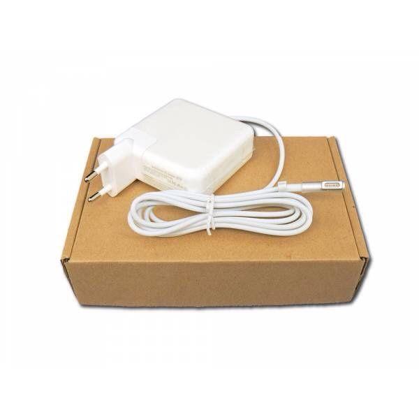 Carregador para MacBook Pro selado na caixa