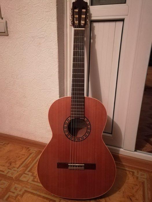 Классическая гитара испанская