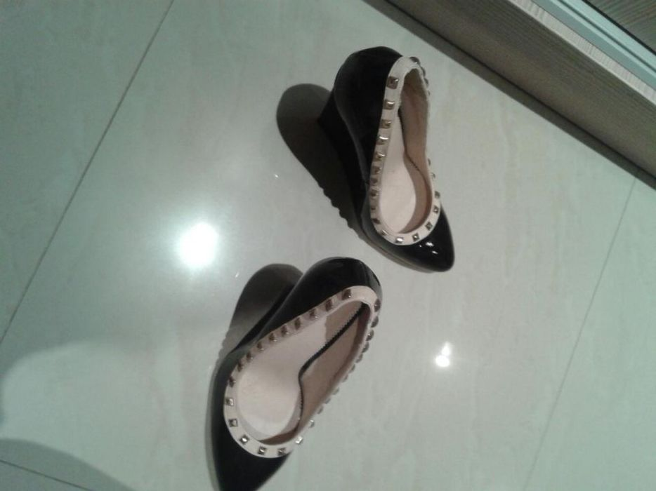 Обувки с интересна подметка
