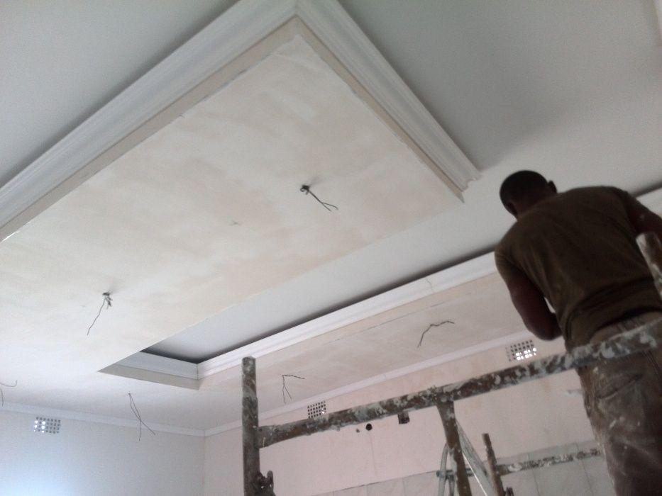 Barramentos de paredes e tetos com gesso e gamazine, Pinturas