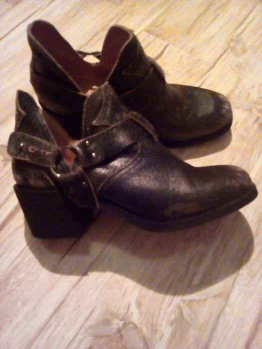 Ghete/pantofi/botine din piele naturala , Bershka