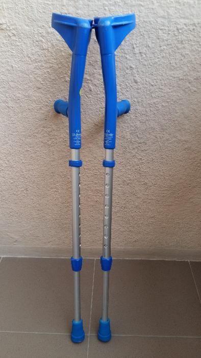 Carje ortopedice aluminiu, reglabile, cu suport antebrat
