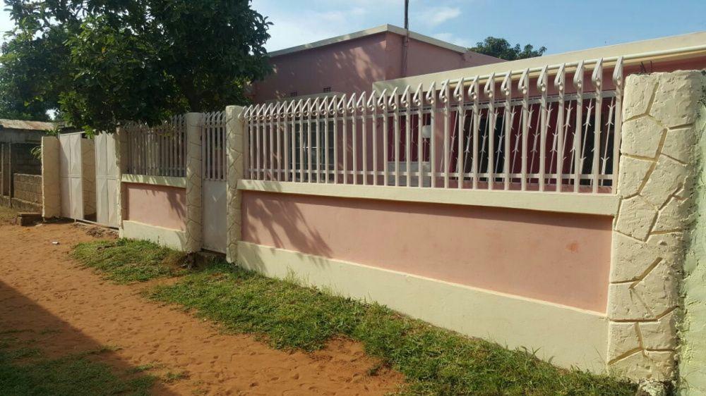 Vende-se uma casa tipo3 em laulane