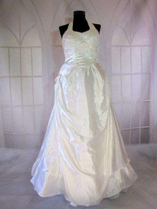 Schimb rochie mireasa cu costum popular vechi