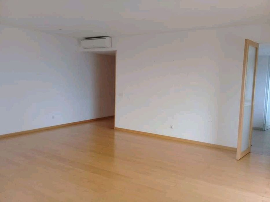 Arrenda se apartamento tipo 3 na polana Jacaranda
