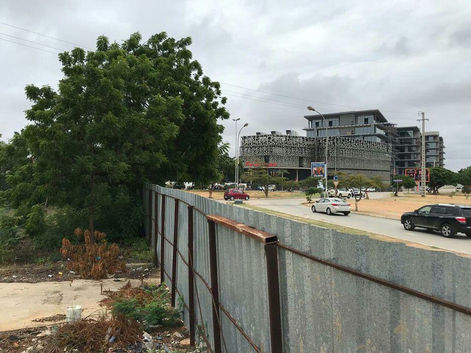 Melhor terreno do TALATONA, junto ao condomínio Riviera.