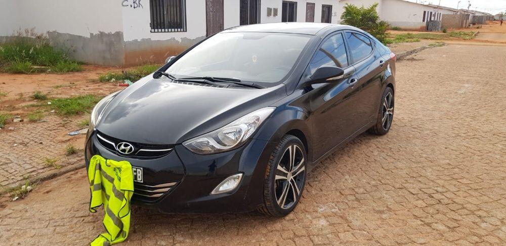 Hyundai Elantra limpo 2014