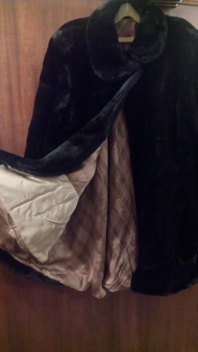 Продавам италианско дамско зимно палто от изкуствен косъм