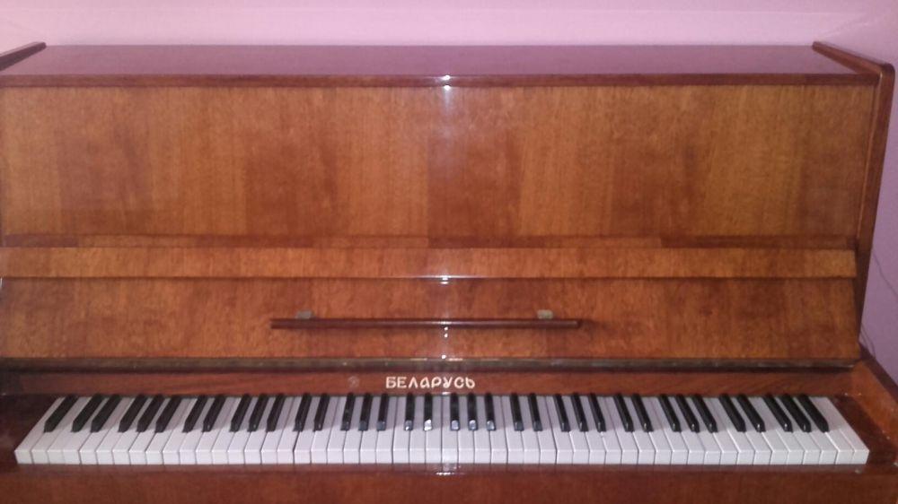 Vând pianină
