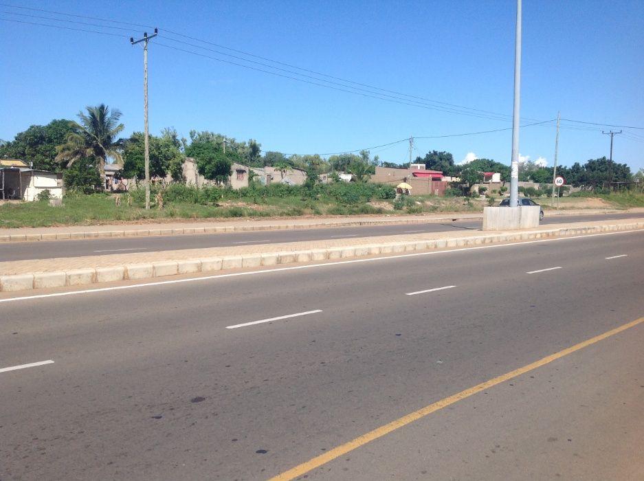 maputo-xihango . na berma da estrada. 45/60m=4.000.000mt negociaveis. Bairro Central - imagem 4