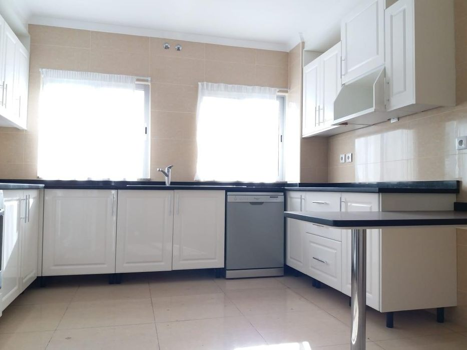 Arrenda-se apartamento T3,1suit 2wc 1andar ,Piscina/Gym no The Palm