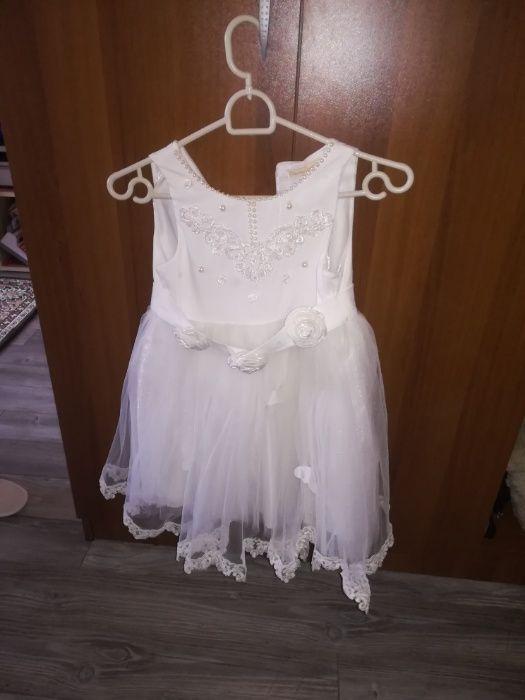 Бяла рокля за момиче