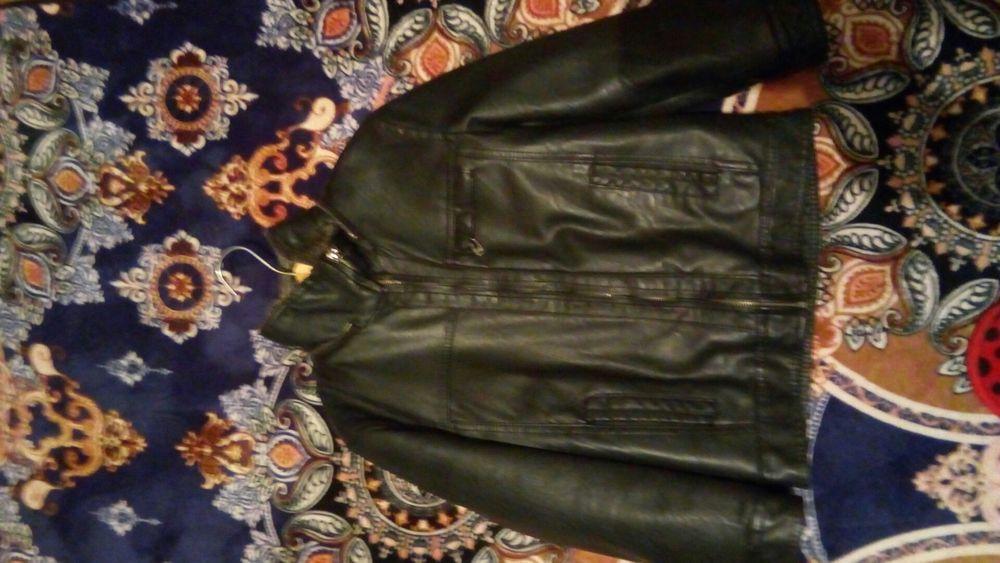 Продам кожаную куртку .на 5-6 лет