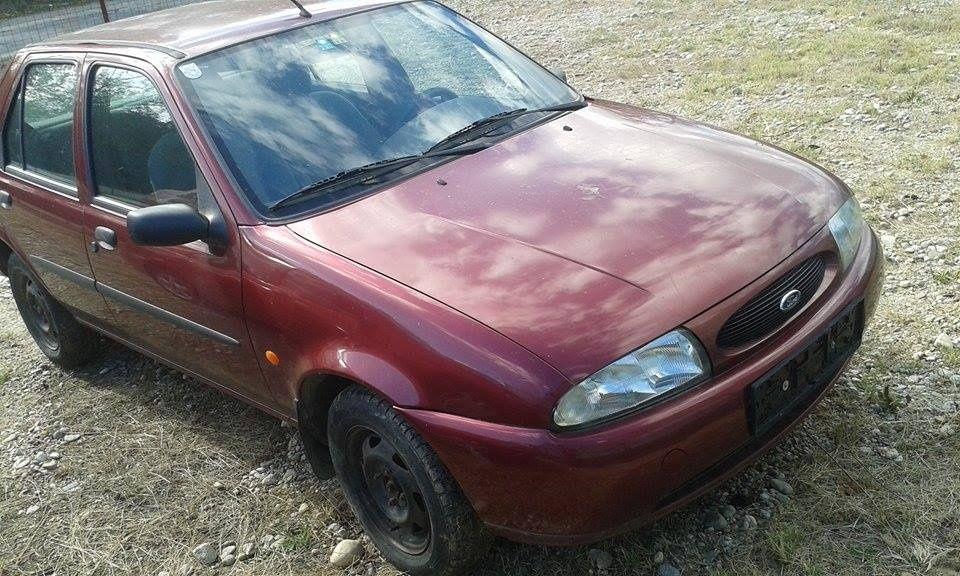 Dezmembrez Ford Fiesta 1.3 benzina 1999