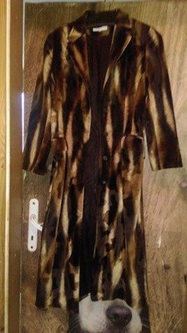 Продавам чисто ново дамско официално палто
