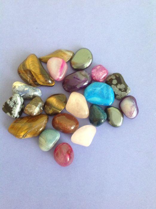 Декоративни цветни камъни