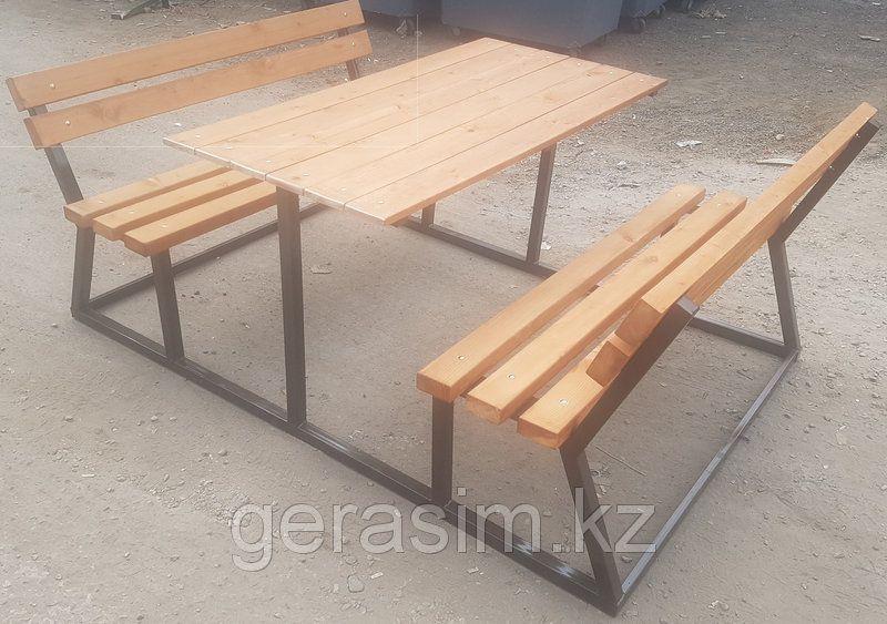 Удобный стол с двумя скамейками
