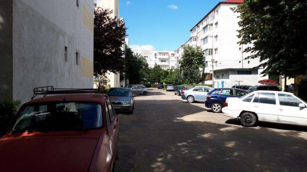 Vanzare  apartament  cu 3 camere  semidecomandat Buzau, Crang  - 70000 EURO