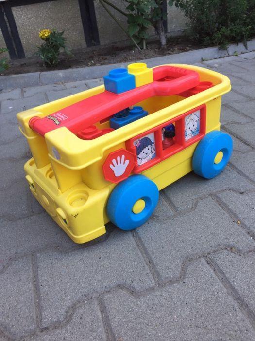 Remorca Fisher Price și cuburi Mega Bloks pentru copii